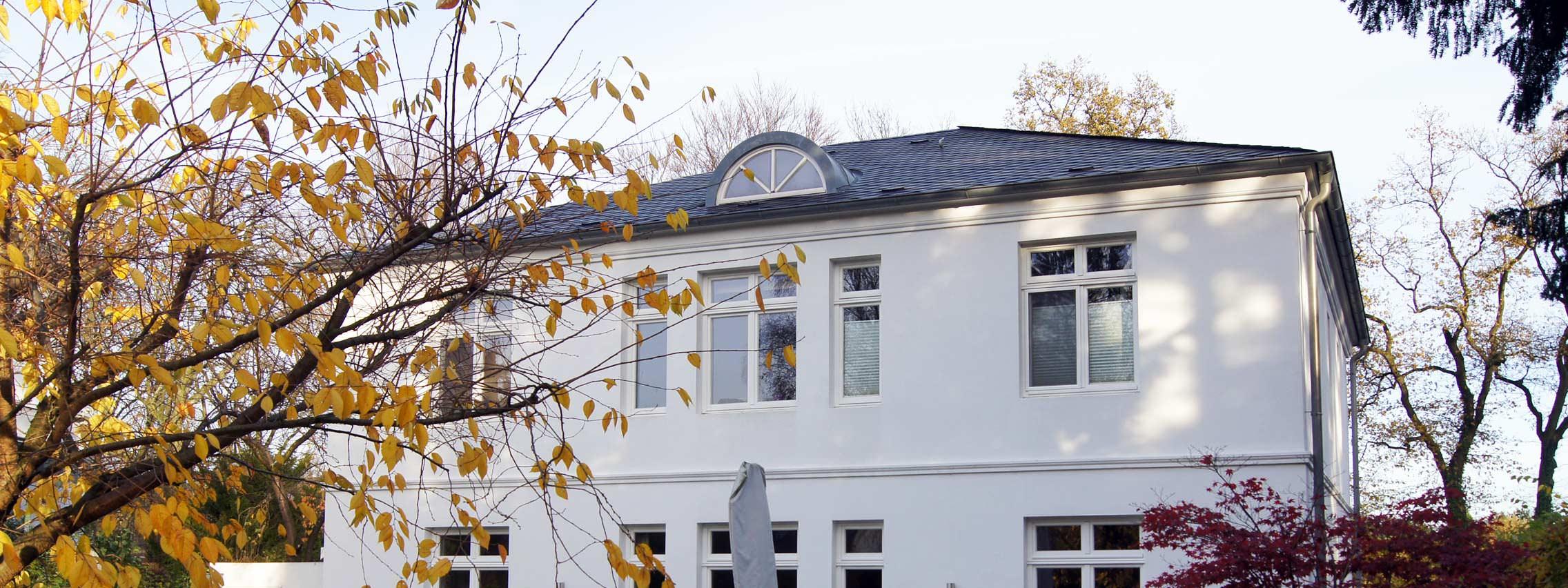 wohnungsbau hamburg neubau einer 2 geschossigen villa architektur 3. Black Bedroom Furniture Sets. Home Design Ideas